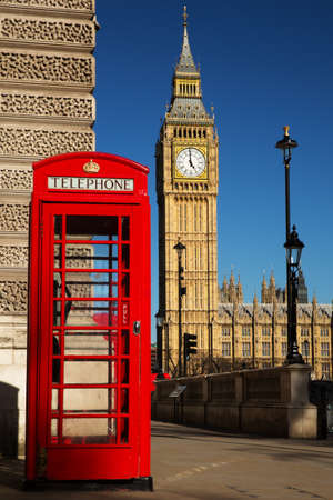 Phone box with the Palace of Westminster in the background  Banco de Imagens