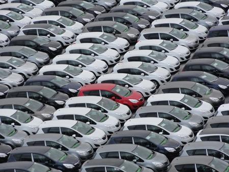 Foto van de vele auto's met een een andere kleur