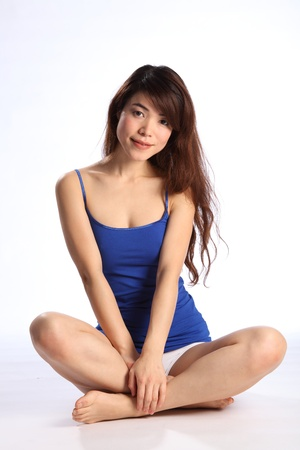 cross leg: Sana joven oriental sentado legged cross
