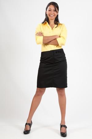 Attraktiv Business junge Frau stand lächelnd