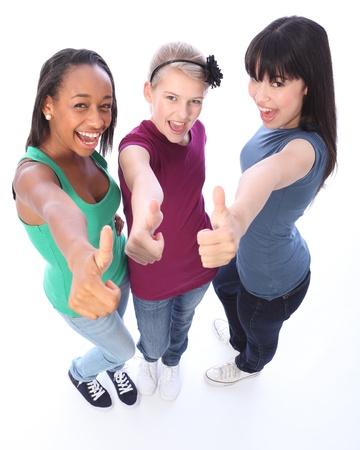 adolescentes riendo: Emocionado pulgares arriba en �xito por tres amigos de estudiante de escuela adolescentes cultural multi compuesto de raza mixta afroamericana, oriental japon�s y cauc�sicas todos contentos mano de c�mara.