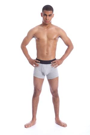 naked man: Ajuste saludable tonos cuerpo del apuesto joven afroamericano vistiendo gris jockey ropa interior única, permanente mostrando torso apto. Foto de archivo