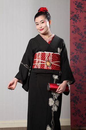 Красивая девушка в кимоно с черным поясом фото 200-254