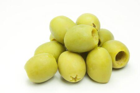 pitted: olive verdi su sfondo bianco Archivio Fotografico