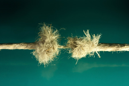 firmeza: m�s pronto o m�s tarde la cuerda se rompe