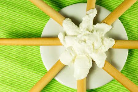 gressins: gressins alimentaires diététiques et du fromage à la crème