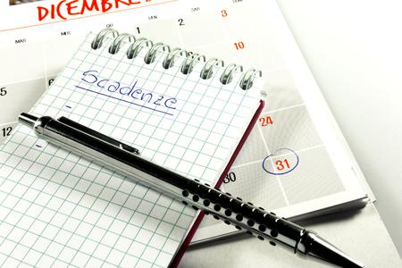 Calendario e blocchi per le scadenze di fine mese Archivio Fotografico - 88201729