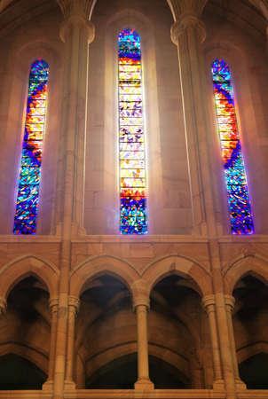 vetrate colorate: La luce che filtra attraverso le vetrate Editoriali