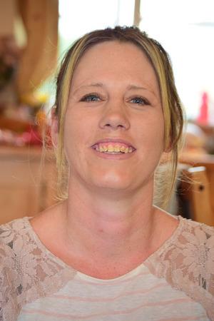 cabeza femenina: Mujer disparo en la cabeza