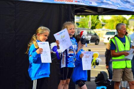 course cycliste: Obtenir des m�dailles apr�s une course cycliste � Barnstaple, Devon 2014