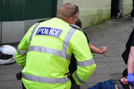 detained: Esta ma�ana hemos detenido un hombre local que era buscado en un Recall a la prisi�n. El arresto en torno a 11:45 am implic� una persecuci�n a pie a lo largo de Bideford Quay y luego en la calle Cooper. Por desgracia justo antes de que el hombre est� detenido en la calle Cooper o un miembro