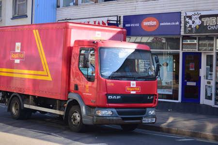 comunicación escrita: Correo Royal Van en Barnstaple - norte de Devon Editorial