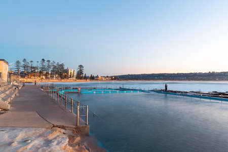 Dee Why rock pool view towards the coastline. Banque d'images