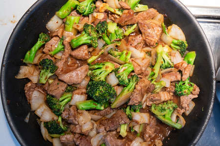 Close-up view of spicy beef and broccoli stir fry. Standard-Bild