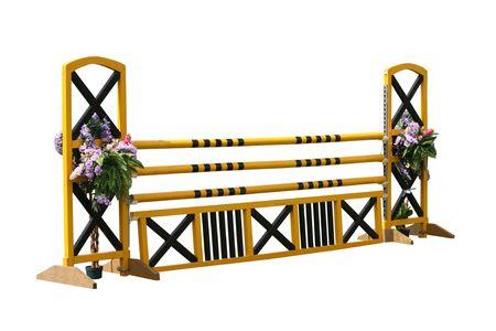 salto de valla: Una cerca de obst�culo de saltos de caballo. Foto de archivo