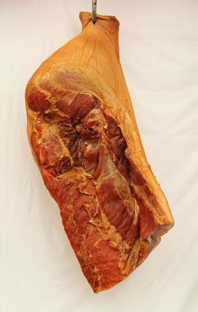 karkas: Een vers bereid Bacon Karkas Opknoping op Display.