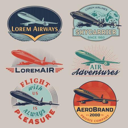 aeroplano: Serie di modelli di aerei e trasporti vector aereo labels.Logo, stemmi, emblemi, segni di colore simboli collection.Air viaggio, tour di promozione del volo e grafica pubblicitaria isolato su sfondo grigio