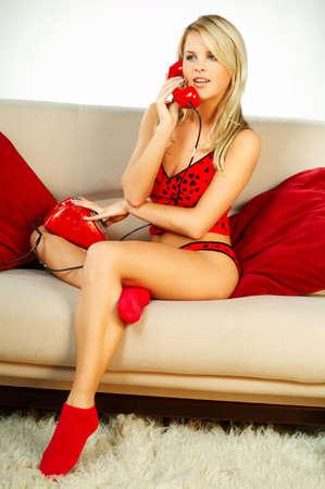 sexy blonde girl: Sexy Blonde dziewczynka z czerwonymi telefonu