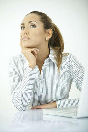 Mujer de negocios hermosa durante rutinas diarias de la oficina Foto de archivo - 849479