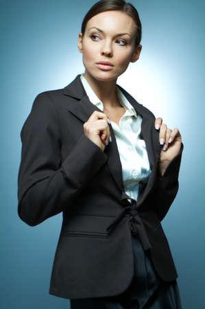 morena sexy: Morena hermosa y sexy mujer de negocios aislados sobre fondo claro.