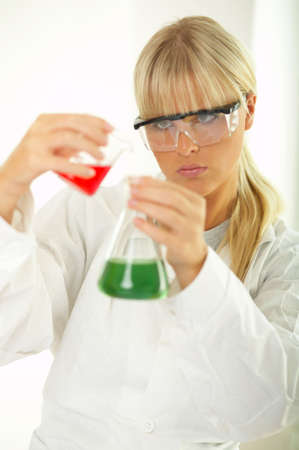 observe: Female lab worker testing and experimenting Stock Photo