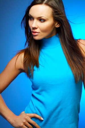 morena sexy: Retrato de la mujer atractiva joven hermosa del brunette