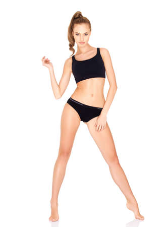 persona de pie: Fitness mujer en ropa deportiva negra aislada en blanco Foto de archivo