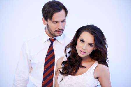 handsom: Hermosa mujer morena de raza cauc�sica con su novio handsom detr�s de ella Foto de archivo