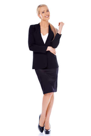 full body shot: Golpe al cuerpo entero de pie rubia mujer de negocios sonriente aislado en blanco