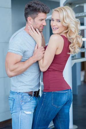 20 24: Romantic Pretty Young Couple Photo Shoot