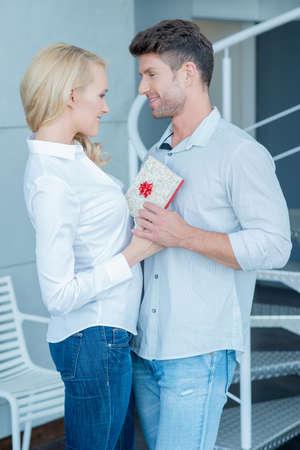 jovenes enamorados: Momentos Edad Media caucásicas amantes dulces