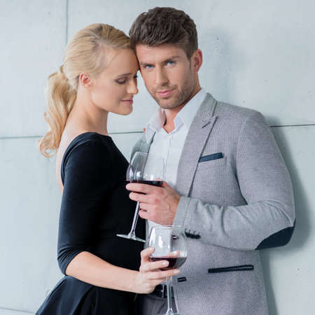 20 24: Elegant couple on a romantic evening out Stock Photo