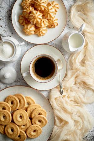 Sweet dessert concept. Golden crunchy cookies served with cup of black coffee Banco de Imagens