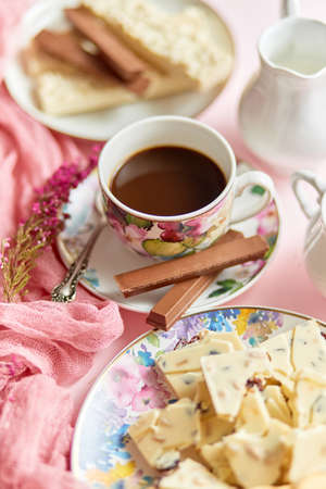 Delicious dessert on pink background. Hot coffee or dark chocolate with white chocolate Banco de Imagens