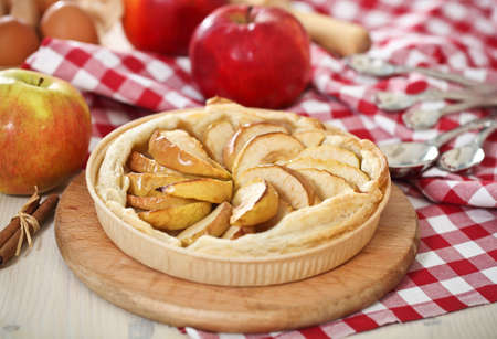 Freshly baked homemade apple pie with apples