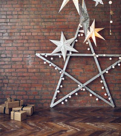 ESTRELLA: Fondo de la Navidad con las estrellas y los presentes sobre la pared de ladrillo