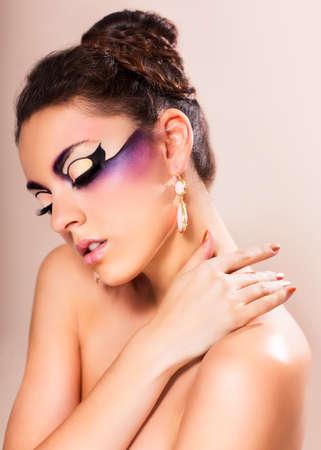 maquillaje de fantasia: La fotograf�a de moda de mujer joven y hermosa con maquillaje de fantas�a Foto de archivo