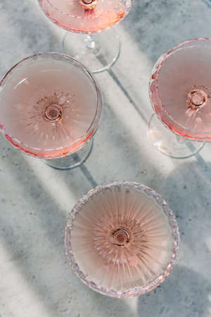 Glasses with cold pink champagne placed on table in a summer day Stockfoto