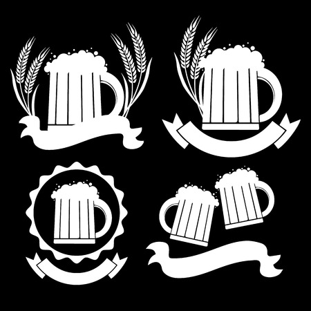 Vector image mugs of beer. Drinks with a lot of foam. 矢量图片