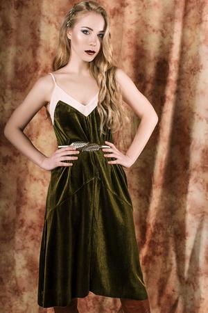velvet dress: Beautiful fashion model in a velvet green dress. Vintage. Luxury style.