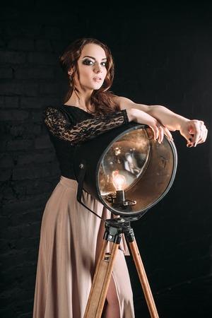 Individualität. Nachdenklich Elegante Dame In Schwarz Prom ...