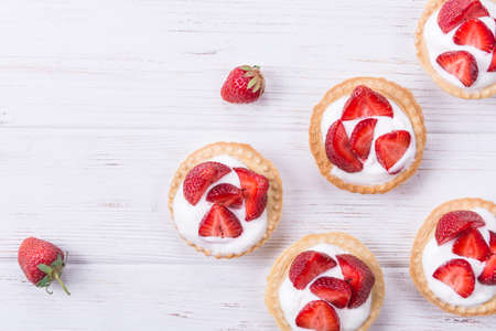 Tart with fresh strawberry and sweet vanilla cream Foto de archivo
