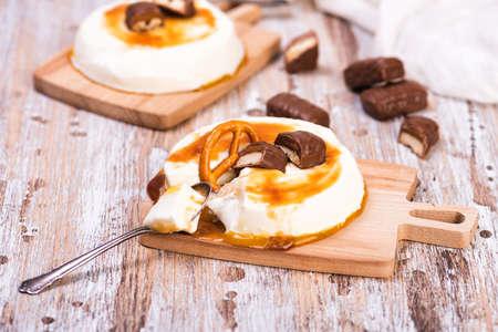 Vanilla panna cotta with caramel on wooden rustic table Standard-Bild