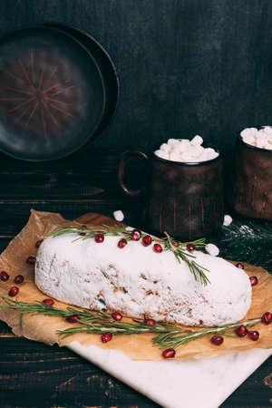 Christmas fruit cake with sugar powder on wooden board. Standard-Bild