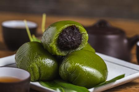 Qingtuan, a traditional dessert for the Qingming Festival 写真素材 - 118467692