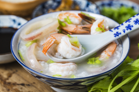 Nutritious and delicious seafood porridge 版權商用圖片 - 122191009