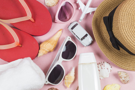 Summer holiday background, travel concept with camera on Pink background 版權商用圖片