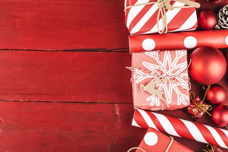 Christmas background with gift boxes. Top view with copy space. 写真素材 - 133286416
