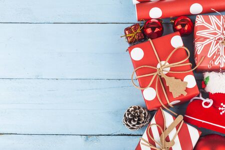 Christmas background with gift boxes. Top view with copy space. 写真素材 - 133286648