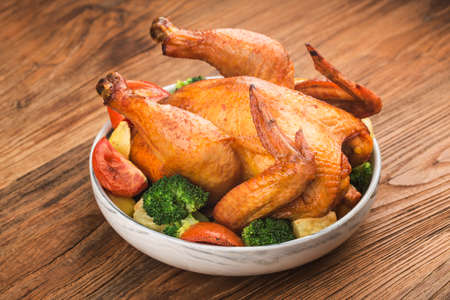 roasted chicken and vegetables on wooden table 写真素材 - 161933842